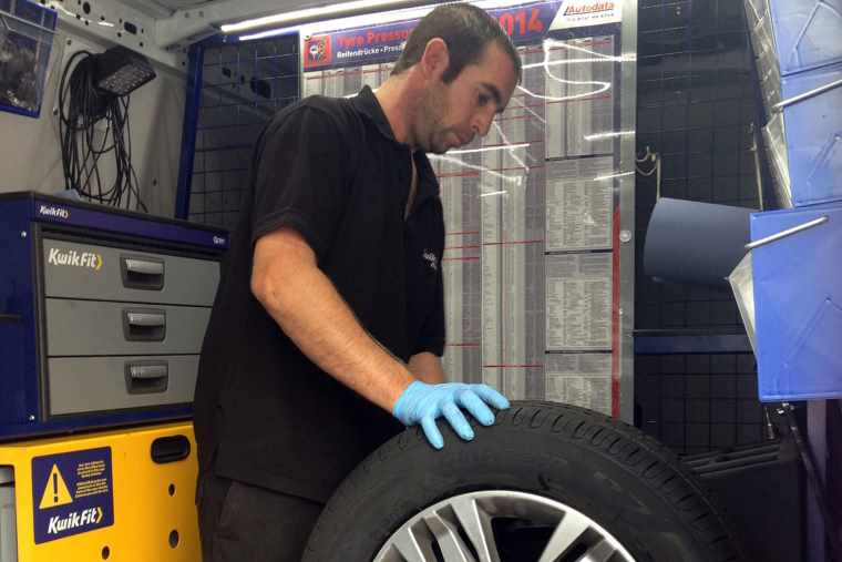 mobile tyre fitter