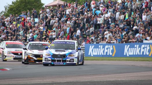 Touring cars at Thruxton chicane
