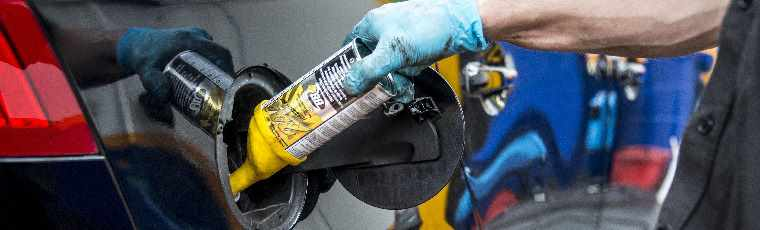 Applying fuel system cleaner