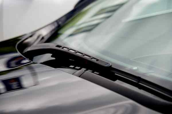 Windscreen and wiper blade