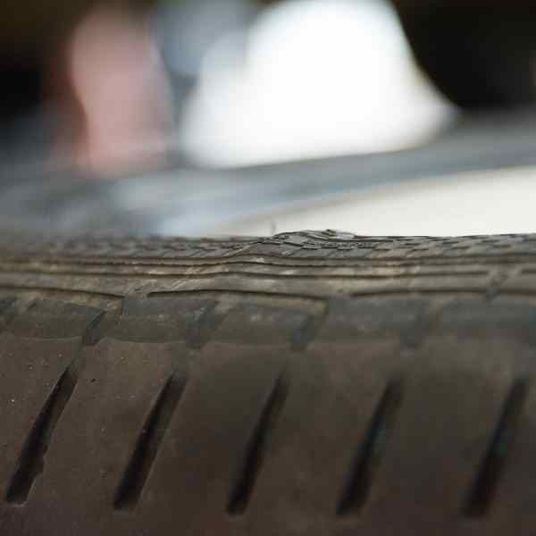 Tyre with damage