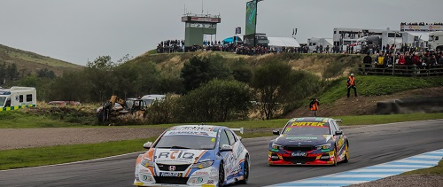 BTCC cars on track at Knockhill bend